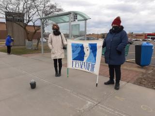 Féminicide et violence conjugale : vigile silencieuse sur la 116 à Beloeil